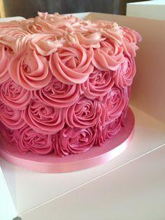 Rose swirl cake for a cake smash.