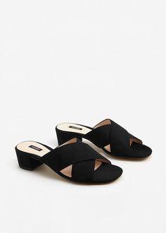 Sandália cruzada camurcina - Sapatos de Mulher | MANGO Portugal