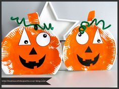.Make pumpkins with paper plates