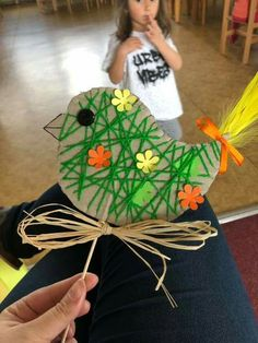 75 Fun and Inexpensive DIY Easter Crafts for Kids, Preschoolers and Toddlers Easter Art, Easter Crafts For Kids, Summer Crafts, Preschool Crafts, Diy For Kids, Easter Ideas, Easter Decor, Easter Eggs, Easy Crafts