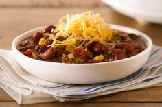 Please a crowd with Slow-Cooker Chili Recipes by Kraft Recipes! Here you& find hearty bean chili, bacon beef chili and more slow-cooker chili recipes. Slow Cooker Chili, Crock Pot Slow Cooker, Slow Cooker Recipes, Crockpot Recipes, Cooking Recipes, Yummy Recipes, Simple Recipes, Slower Cooker, Yummy Food