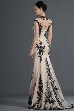 Beautiful dress.....Eyes to the stage pilgrim...