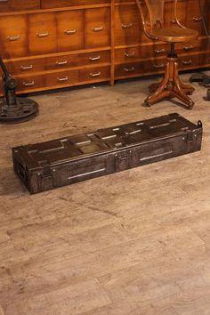 belle malle militaire ancienne  1943 plus d'info sur : http://ift.tt/1hE4Ati