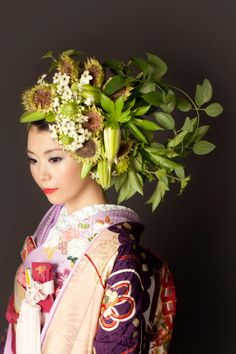 Exquisite Fresh Floral Headdress Worn By Gorgeous Japanese Beauty Floral Headdress, Flower Headpiece, Floral Hair, Floral Crown, Fancy Hairstyles, Hairdos, Floral Fashion, Asian Beauty, Japanese Beauty