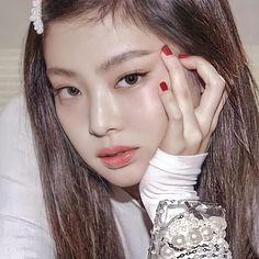 Black Pink Songs, Black Pink Kpop, Iconic Photos, Blackpink Photos, Yg Entertainment, Blackpink Members, Jennie Kim Blackpink, Cute Girl Face, Blackpink Fashion