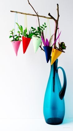A creative, colorful hanging garden #DIY to show off your little green friends. #garden