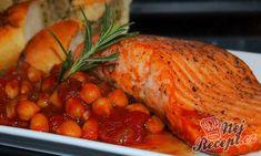Rychlovka připravena na oběd nebo večeři. Losos podávaný s cizrnovo-rajčatovou omáčkou a k tomu jako příloha křupavá bageta. Hummus, Baked Potato, Salmon, Turkey, Cooking Recipes, Potatoes, Fish, Meat, Chicken