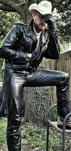 Mens Leather Pants, Leather Gloves, Leather Fashion, Mens Fashion, Hot Country Boys, Daddy Bear, Chuck Norris, Cowboys, Black Leather