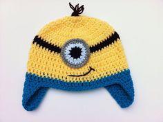 minion Tricoter un bonnet en noir et jaune (sangle des lunettes) et suivre ce tuto pour crocheter les yeux/lunettes :)