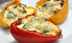 This quiche stuffed peppers recipe is a great alternative to a pastry quiche. The sweet baked peppers make a delicious case to the baked egg filling. Gluten Free Recipes, Vegetarian Recipes, Healthy Recipes, Keto Recipes, Healthy Foods, Yellow Pepper Recipes, Feta Stuffed Peppers, Flaxseed Bread, Baked Peppers