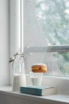 Cozy Rainy Day, Rainy Mood, Window Photography, Morning Photography, Rainy Window, Morning Rain, Rainy Morning Quotes, Sunday Morning, Rain Wallpapers