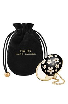 Marc Jacobs 'Daisy' Solid Perfume Ring - They really know how to market this brand -adore the artistic flair - Fabulous! Perfume And Cologne, Solid Perfume, Best Perfume, Perfume Bottles, Black Perfume, Parfum Chic, Marc Jacobs Daisy, Daisy Ring, Beautiful Perfume