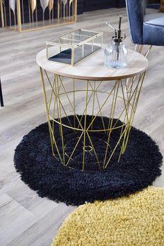 Entièrement dorée, cette table corbeille s'inscrira parfaitement dans une décoration d'intérieur de type bohème. Salon Art Deco, Decoration, Furniture, Home Decor, Gold Coffee Tables, Home Improvement, Decorating Tips, Round Coffee Table, Storage Spaces