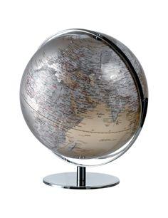MAPPAMONDO ILLUMINATO - DIAM. 42,5CM O614   Mappamondo illuminato in plastica con supporto e base in metallo. Extra-rotazione del globo orientabile nel senso paralleli e meridiani.