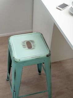 Mocka Vintage Stools look great in any kitchen. They're stylish, durable and easy to keep clean.