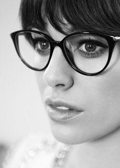 Trucos para maquillarte (súper bien) cuando llevas gafas