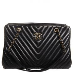 This is an authentic CHANEL Lambskin Surpique Chevron Large Tote in Black. This stylish shoulder bag is crafted of shiny herringbone quilted lambskin leather.