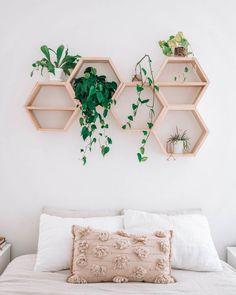 Couple Room, Hexagon Shelves, Room Ideas Bedroom, City Bedroom, Bed Room, Bedroom Furniture, Diy Room Ideas, Bedroom Crafts, Small Room Bedroom