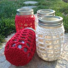 Super fast crochet Mason Jar Cover - made by Mari of Calicrochet.com (lovely, don't you think?) #crochet #pattern #crochetblog