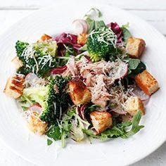 Salad with tuna and broccoli Salad Bar, Healthy Salads, Tasty Dishes, Diet Recipes, Pasta Salad, Food To Make, Food Porn, Food And Drink, Salads