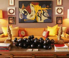 study in color/harmony/art/excitement.  such an interesting and inviting room. magnificent.