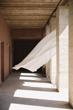 Let linen season begin. Sheers by exclusively at Castel. Boho Aesthetic, Beige Aesthetic, Summer Aesthetic, Interior Design Masters, Interior Decorating, Beach Vibes, Minimalist Photography, Light Texture, Slow Living