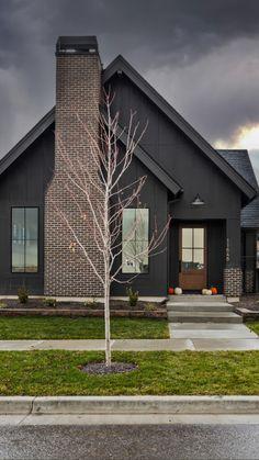 Beautiful Home Designs, Beautiful Homes, Exterior Colors, Exterior Design, Building Design, Building A House, House Siding, Modern Farmhouse Plans, Rustic Design