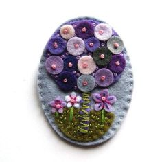 Tree felt brooch with freeform embroidery Felt Diy, Felt Crafts, Fabric Crafts, Felt Embroidery, Felt Applique, Art Textile, Felt Decorations, Felt Christmas Ornaments, Felt Brooch