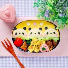 キャラ弁☆パンダオムライス(初級) Japanese Food Art, Japanese Snacks, Japanese Lunch, Cute Lunch Boxes, Bento Box Lunch, Bento Recipes, Baby Food Recipes, Bento Kids, Kawaii Cooking