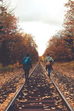 the best season. walking the railroad tracks like a hobo in the fall. Autumn Photography, Travel Photography, Photography Studios, Photography Classes, Photography Poses, Adventure Photography, Autumn Aesthetic Photography, Autumn Aesthetic Tumblr, Vintage Nature Photography
