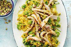 15 juni - Bloemkool in de bonus - Lekker veel groente op je bord, met tuinbonen en couscous van bloemkool. Noten, kruiden en rozijnen maken het helemaal af - Recept - Allerhande