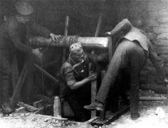 Tunneller descending a shaft wearing Proto apparatus. A mouse or a canary would already have been used to detect the presence of carbon monoxide gas. IWM