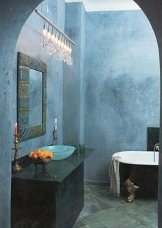 Blue bathroom. Photo by Reto Guntli.