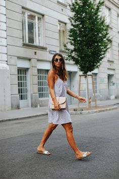 Oh summer vibes - Berries & Passion Source by damarisba birkenstock outfit summer Birkenstock Outfit, White Birkenstock, Classy Summer Outfits, Trendy Outfits, Outfit Summer, Casual Summer, Madrid, Patterns Of Fashion, Classy Women