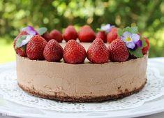 Vaaleanpunainen Nonparelli: Suklaamoussekakku (maidoton, munaton, liivatteeton) Vegan Cake, Raspberry, Cheesecake, Sweets, Baking, Fruit, Cakes, Desserts, Food