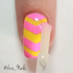 Pink and yellow nail art, design with tapes - Diseños de uñas color rosa y amarillo, diseño con cintillas colores intercalados