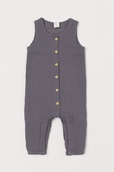 Sleeveless romper suit in soft, double-weave organic cotton with buttons down the front and elasticated hems. Concealed press-studs at the c World Of Fashion, Kids Fashion, Romper Suit, T Baby, Baby Boys, Coton Bio, Fashion Company, Baby Wearing, Fall Outfits