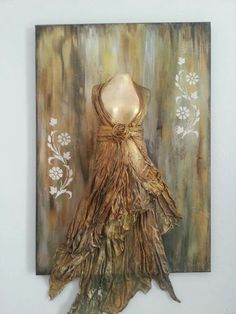 Μαρία Καλογεράκη Mixed Media Canvas, Mixed Media Art, Diy And Crafts, Arts And Crafts, Mannequin Art, Vase Crafts, Collages, Texture Art, Art Journal Pages