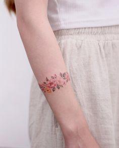 Trendy Mini Wrist Tattoos For Girls in Year 2019 - Part .- Trendy Mini Wrist Tattoos For Girls in Year 2019 – Part 16 Trendy Mini Wrist Tattoos For Girls in Year wrist tattoos; Tiny Wrist Tattoos, Tiny Tattoos For Girls, Wrist Tattoos For Guys, Tattoo Girls, Ankle Tattoos, Mini Tattoos, Large Tattoos, Body Art Tattoos, Cool Tattoos