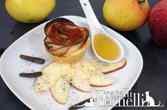 Fragranti #rose di #mele e #prosciutto crudo aromatizzate da #miele e pregiato pepe di #java. L'antipasto perfetto per il pranzo di #Natale - Fratelli ai Fornelli