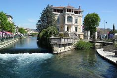Provence, Vaucluse, L'Isle-sur-la-Sorgue è un magnifico villaggio che è una specie di piccolo Venezia. Create i vostri ricordi con Bontourism®, Tutta l'Arte del Viaggio