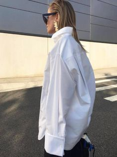 Fashion Gone rouge Best Street Style, Street Style Outfits, Mode Outfits, Fashion Outfits, Camisa Oversized, Oversized White Shirt, Fashion Details, Look Fashion, Boyfriend Jeans Kombinieren