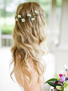 Look like a dreamy flower child with this waterfall braid paired with oxeye daisies.