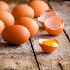 Eggs are a nutrient and protein-rich, filling and relatively low-cost food that can be a great staple for any meal. But too many folks insist they don't have enough time (in the morning) to prepare them. Egg Benefits, Coconut Benefits, High Cholesterol Levels, Perfect Eggs, Wellness Mama, High Protein Breakfast, Fat Burning Foods, Good Fats, Hibiscus