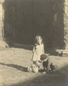 Jaromir Funke - Three Children Playing in the Dirt Vintage Prints, Vintage Photos, Children's Films, Old Photography, Retro Baby, Gelatin Silver Print, Famous Photographers, Children Images, Three Kids