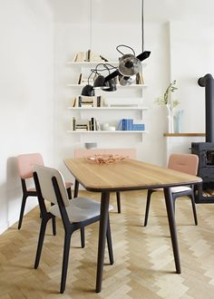 LADY CARLOTTA, Tables de repas Designer : Christian Ghion | Ligne Roset