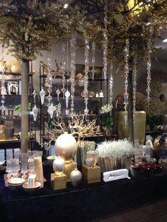 Zalig kerstfeest voor ieder van jullie! Wij maken zoals elk jaar van deze feestdag gebruik om de winkel in een nieuw feestelijk kleedje te stoppen. Helemaal klaar voor de laatste week van het jaar! - Kerstcollectie Young Amadeus - Christmas collection - www.youngamadeus.be