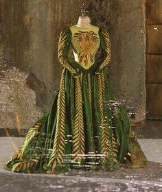"edithhead: ""Bram Stoker's Dracula dir. Francis Ford Coppola Costume design by Eiko Ishioka "" American Horror Stories, Theatre Costumes, Movie Costumes, Movie Props, Historical Costume, Historical Clothing, Costume Dracula, Stevie Nicks, Arya Stark"