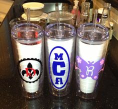 DIY - Plastic/acrylic cups ($5.50 from discountmugs.com) and cricut vinyl. Great party favors or thank-you gifts! (# Cricut vinyl) Vinyl Tumblers, Cute Cups, Silhouette Vinyl, Cricut Vinyl, Crafty Projects, Thank You Gifts, Cricut Ideas, Paper Cutting, Circuit