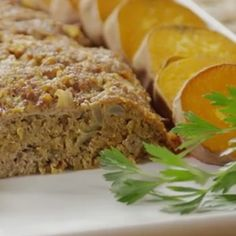 I tried a few turkey meatloaf recipes but it was usually lacking flavor and texture, this new version of the recipe is surprisingly good and you will hardly make the difference between a proper bee. Ground Beef Recipes, Turkey Recipes, Meat Recipes, Cooking Recipes, Healthy Recipes, Meatloaf Recipes, Good Food, Yummy Food, Eating Light